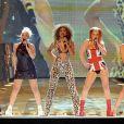 Et on termine cette catégorie chorégraphie avec les inoubliables Spice Girls, version 1997 à Londres, admirez la synchronisation du déhanché...