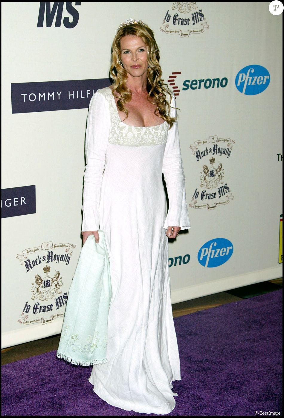 Catherine Oxenberg à Century City en 2005