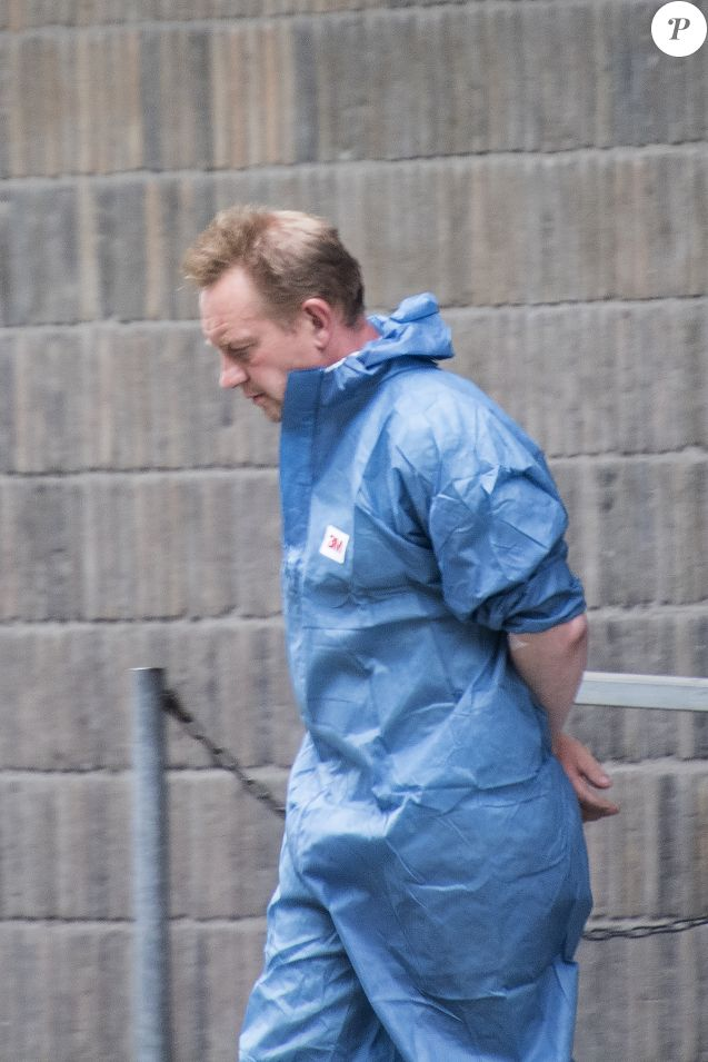 Exclusif - Meurtre de la journaliste Kim Wall dans le sous-marin artisanal Nautilus de Peter Madsen - Peter Madsen, menotté, quitte l'institut de médecine légale de Copenhague le 11 août 2017.