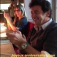 Sylviane, la nounou de Jade et Joy, et Patrick Bruel célébrant les 79 ans de Jean-Claude Camus avec Johnny et Laeticia Hallyday  à Marnes-la-Coquette, le 29 octobre 2017.
