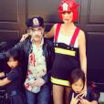 Laeticia Hallyday, Johnny et leurs filles, Jade et Joy, célèbrent Halloween à Marnes-la-Coquette, le 31 octobre 2017. Laeticia a ressorti cette ancienne photo de la famille.