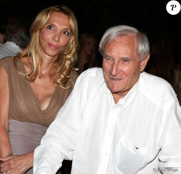 Gérard de Villiers et sa dernière compagne Sylvie Elias, à Saint-Tropez, le 23 juillet 2012.