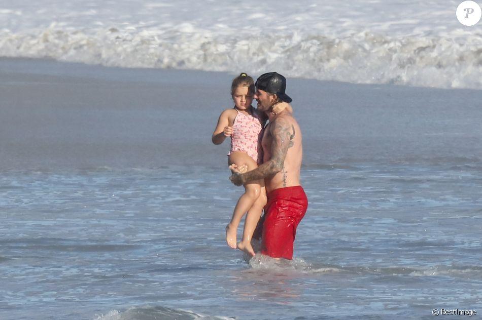 Exclusif - David Beckham et ses enfants Brooklyn, Romeo, Cruz et Harper profitent d'un après-midi ensoleillé à la plage. Malibu, le 22 octobre 2017.