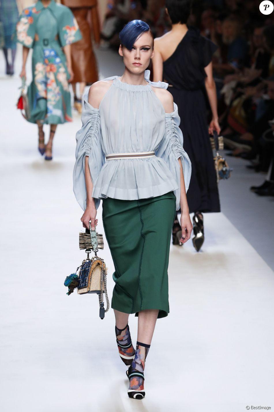 Défilé de mode printemps-été 2018  quot Fendi quot  lors de la fashion week 239e16f5b01
