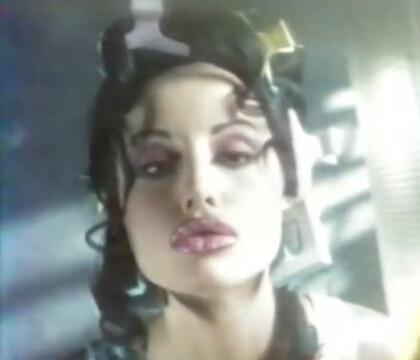 Léa François (Plus belle la vie) star d'un clip avec Adriana Karembeu !