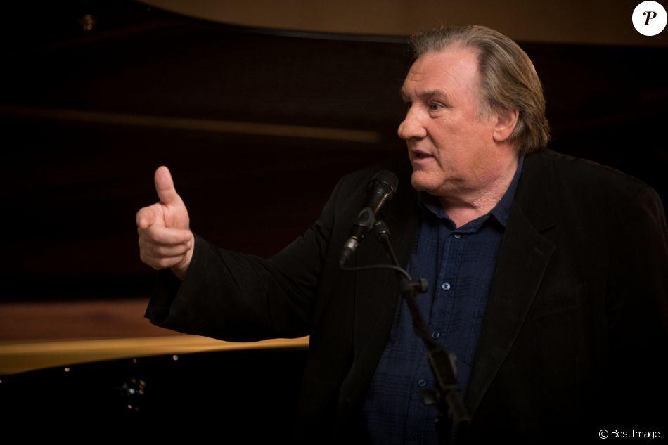 """Exclusif - Gérard Depardieu lors de l'enregistrement du """"Dernier Show"""" de Michel Sardou au Palais des Sports à Paris. Le 15 septembre 2017"""