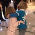 """Le prince Jacques et la princesse Gabriella de Monaco chez le coiffeur. Leur maman la princesse Charlene a dévoilé le résultat, leur """"première coupe de cheveux"""", sur Instagram le 13 novembre 2017."""