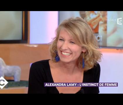 """Alexandra Lamy veut """"continuer à être draguée"""" par des hommes """"timides"""""""