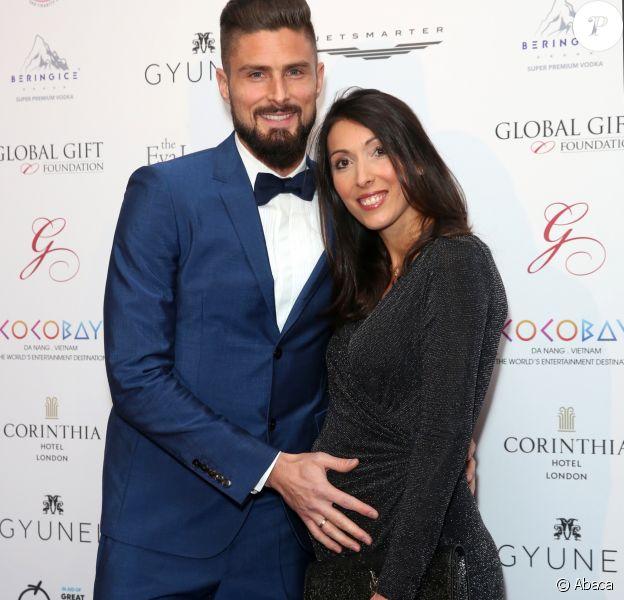 Olivier Giroud et Jennifer (enceinte) lors de la soirée du Global Gift Gala held au Corinthia Hotel à Londres le 18 novembre 2017.