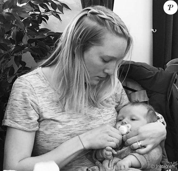 Moa Hjelmer (photo Instagram, avec son fils né en février 2017) a révélé le 23 novembre 2017 avoir subi un viol en 2011.
