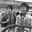 """John Lennon et Paul McCartney - Archives sur le groupe de rock Britannique """"The Beatles"""", Londres, 1967"""