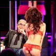 Roberto Cavalli en charmante compagnie, avec une strip-teaseuse lors d'une émission italienne !
