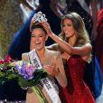 Miss Afrique du Sud Demi-Leigh Nel-Peters et Miss Univers 2017 Iris Mittenaere lors de la 66e édition de Miss Univers au Planet Hollywood Resort & Casino, Las Vegas, le 26 novembre 2017