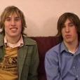 """Après la chirurgie esthétique. Matt et Mike Schlepp, des jumeaux originaires d'Arizona, ont dépensé 20 000 dollars en 2004 pour tenter de ressembler à leur idole, Brad Pitt. Les deux frères avaient participé à l'époque à l'émission de télé-réalité """"I Want a Famous Face"""" sur MTV."""