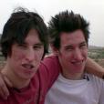 """Avant la chirurgie esthétique. Matt et Mike Schlepp, des jumeaux originaires d'Arizona, ont dépensé 20 000 dollars en 2004 pour tenter de ressembler à leur idole, Brad Pitt. Les deux frères avaient participé à l'époque à l'émission de télé-réalité """"I Want a Famous Face"""" sur MTV."""