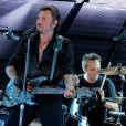 """Exclusif - David Hallyday - Johnny Hallyday en duo pour son 2eme concert de la tournee """"Born Rocker Tour"""" au POPB de Bercy a Paris. Le 15 juin 2013"""