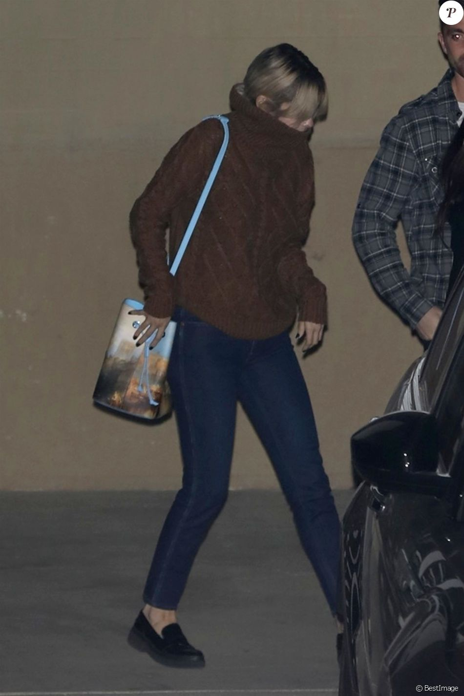 J.Bieber et sa compagne Selena Gomez ont été aperçus quittant l'église séparement après l'office religieux du mercredi soir à l'église de Los Angeles, le 6 décembre 2017.