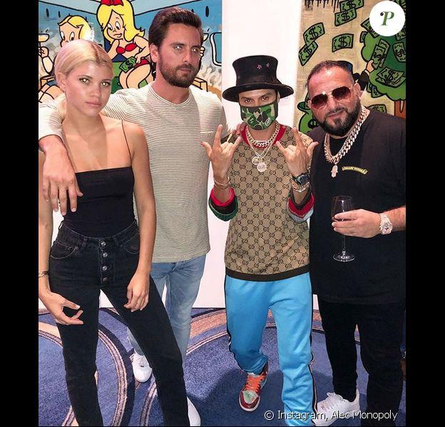 Sofia Richie, son petit ami Scott Disick et l'artiste Alec Monopoly au Fontainebleau, à Miami. Le 7 décembre 2017.
