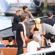Sofia Richie, Scott Disick, Younes Bendjima et Jonathan Cheban en bateau à Miami. Le 7 décembre 2017.