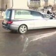 La dépuille de Johnny Hallyday descend les Champs-Elysées à Paris. Le 9 décembre 2017.