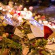 Hommages aux victimes des attentats du 13 novembre à Paris boulevard Voltaire près du Bataclan le 15 novembre 2015. © Vincent Emery / Bestimage