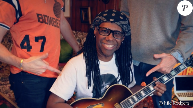 "Nile Rodgers entouré du duo Daft Punk à son domicile de New York pour l'enregistrement de l'album Random Access Memories"" en 2011."