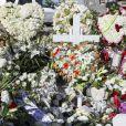 """""""Illustration de la tombe fleurie de Johnny Hallyday au cimetière de Lorient sur l'Ile Saint-Barthélemy le 11 décembre 2017. La tombe est ornée du traditionnel coeur de Saint-Barth' en pierre pour l'éternité."""""""