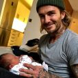 David Beckham a fait la connaissance de Peggy, la petite fille dont a accouché sa petite soeur Joanne. Instagram, le 13 décembre 2017.
