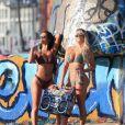 Jamie Leigh et Kinsey Wolanski en pleine séance photo pour '138 Water' à Venice Beach. Los Angeles, le 13 décembre 2017.