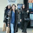 Exclusif - Prix spécial - Demi Moore et ses trois filles Rumer, Scout et Tallulah Willis vont chercher de la nourriture à emporter avant de partir pour une virée shopping à Studio City le 3 février 2017.