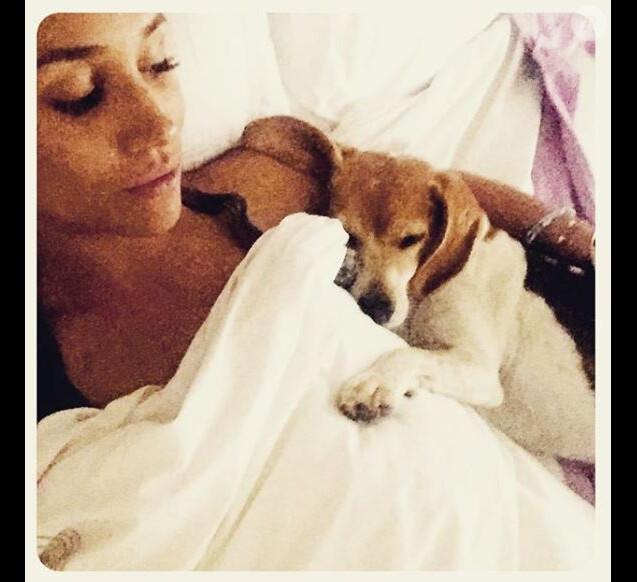 Meghan Markle et son beagle Guy au lit ensemble, photo Instagram 5 septembre 2016