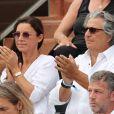 Christian Clavier et sa compagne Isabelle De Araujo - People dans les tribunes lors de la finale homme des Internationaux de Tennis de Roland-Garros à Paris le 11 juin 2017. © Dominique Jacovides-Cyril Moreau/Bestimage