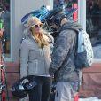 Paris Hilton et son compagnon Chris Zylka à Aspen, Colorado, le 31 décembre 2017.