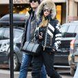 Exclusif - Paris Hilton et son compagnon Chris Zylka se promènent à Aspen à l'occasion de leurs vacances le 30 decembre 2017.