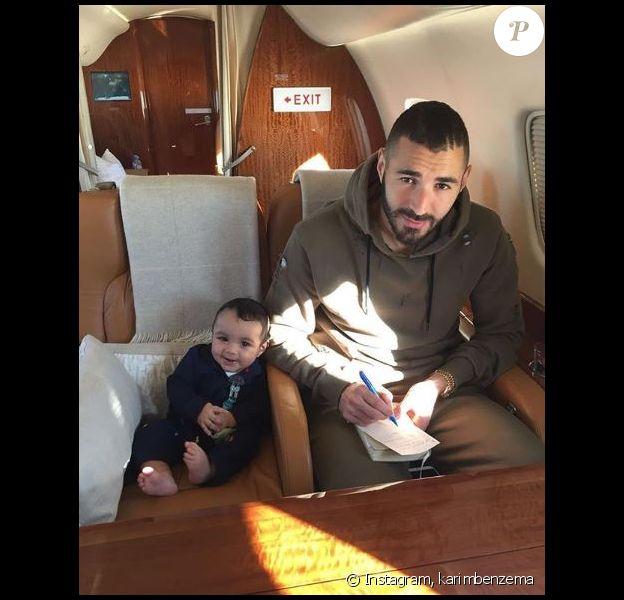 Karim Benzema poste pour la toute première fois une photo avec son fils. Instagram, le 11 novembre 2017.