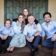 La reine Rania et le roi Abdullah II de Jordanie entourés de leurs enfants le prince Hashem, la princesse Salma et le prince héritier Hussein pour la carte de voeux du Nouvel An 2018. La princesse Iman, étudiante à Georgetown à Washington, est absente.
