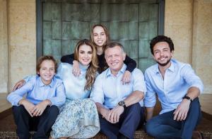 Rania de Jordanie : Belle photo de famille pour le Nouvel An, mais sans Iman...