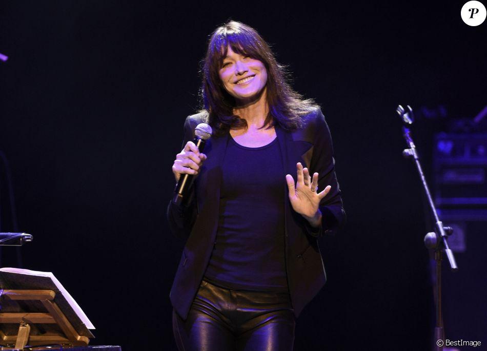 Carla Bruni en concert à Madrid le 10 janvier 2018.