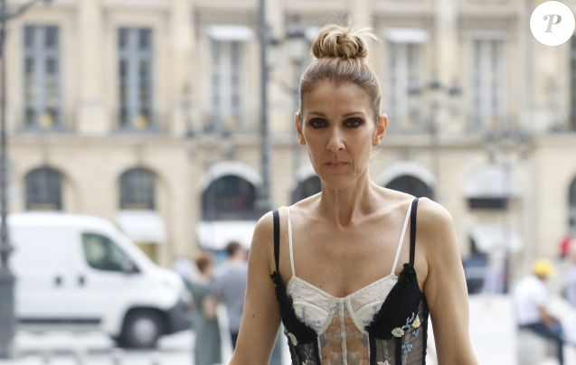 http://static1.purepeople.com/articles/7/26/84/47/@/3789031-exclusif-celine-dion-quitte-l-hotel-ro-637x0-3.jpg