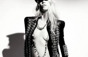 Claudia Schiffer nue sous une veste Balmain... un spectacle parfait !