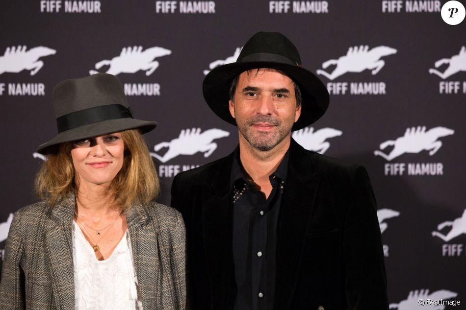 """Vanessa Paradis et son compagnon Samuel Benchetrit au photocall du film """"Chien"""" au 32ème festival international du film francophone de Namur le 5 octobre 2017."""