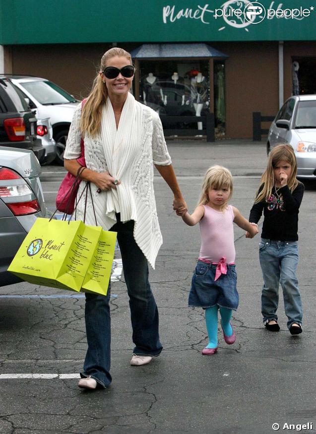 Denise Richards et ses filles Sam et Lola Rose à Malibu le 14 mars 2009