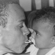 Tina Kunakey bébé et son père Robin Kunakey. Mai 2017