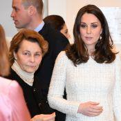 Kate Middleton, enceinte : En Alexander McQueen, elle dorlote son baby bump