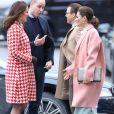 Kate Middleton, duchesse de Cambridge, enceinte et en manteau Catherine Walker, et le prince William retrouvaient au matin du 31 janvier 2018 la princesse héritière Victoria de Suède et le prince William pour visite l'Institut Karolinska à Solna, au nord de Stockholm.