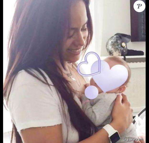 Amel Bent publie une photo de sa fille aînée Sofia, bébé, sur Instagram le 4 février 2018, à l'occasion de son deuxième anniversaire.