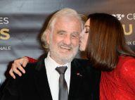 Monica Bellucci, sublimissime pour donner un doux baiser à l'icône Belmondo