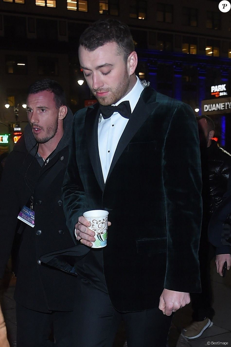 Sam Smith Arriv E Des People Au Concert Hommage E John Au Theater Du Madison Square Garden