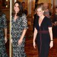 """La duchesse Catherine de Cambridge, enceinte et en Erdem, et la comtesse Sophie de Wessex, en Burberry, étaient les maîtresses de cérémonie de la réception organisée pour célébrer le """"Commonwealth Fashion Exchange"""" au Palais de Buckingham à Londres, le 19 février 2018."""