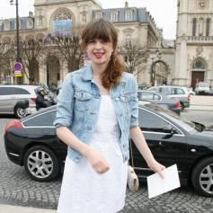 C cile cassel photos for Robes blanches simples pour le mariage de palais de justice